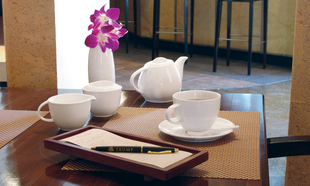 Gallery Image Spiral Teapot and Cups